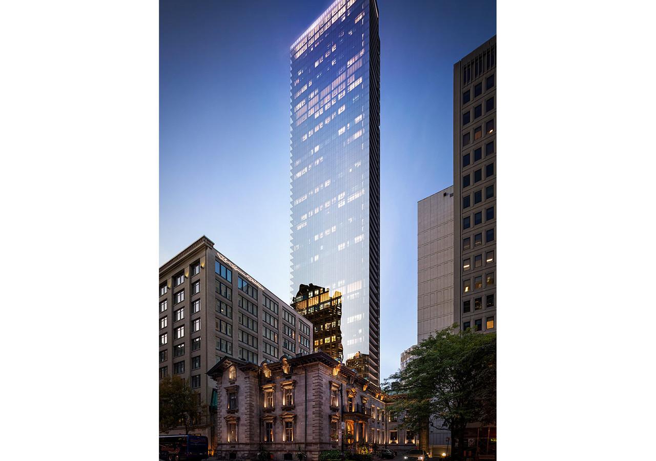 Vue de la tour de 1 Square Philips  en soirée façade