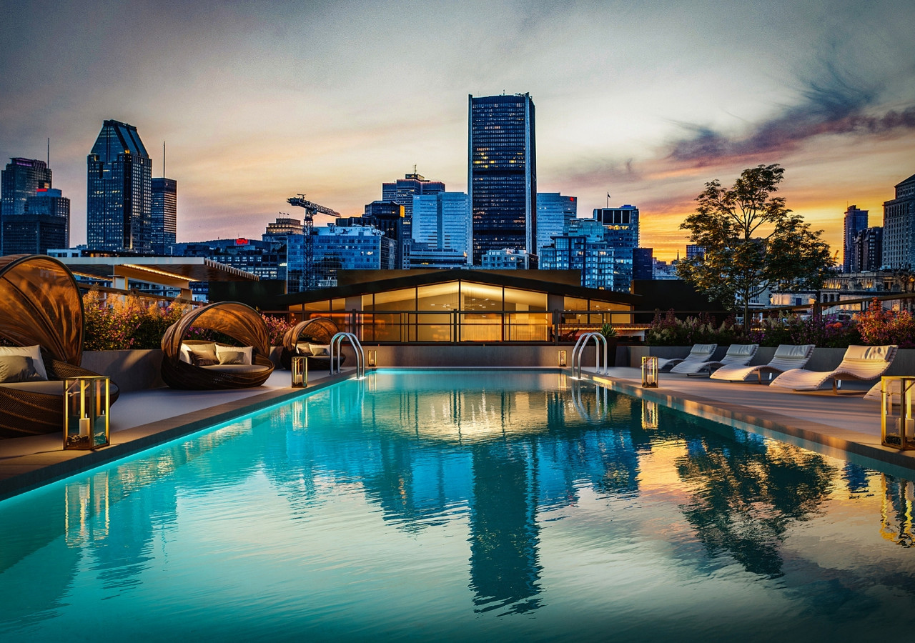 Rooftop pool with view on downtown