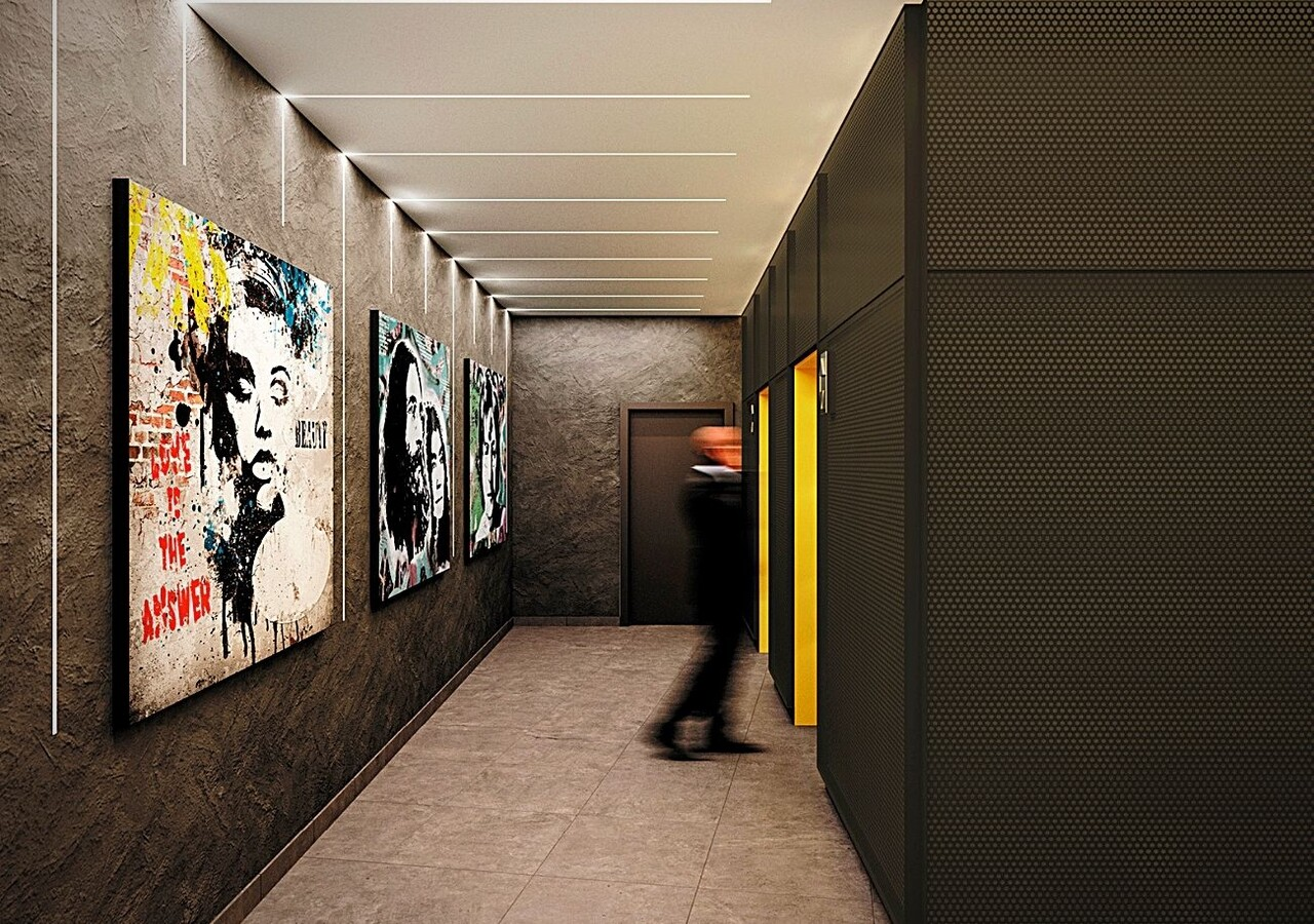 Corridors avec œuvres artistiques