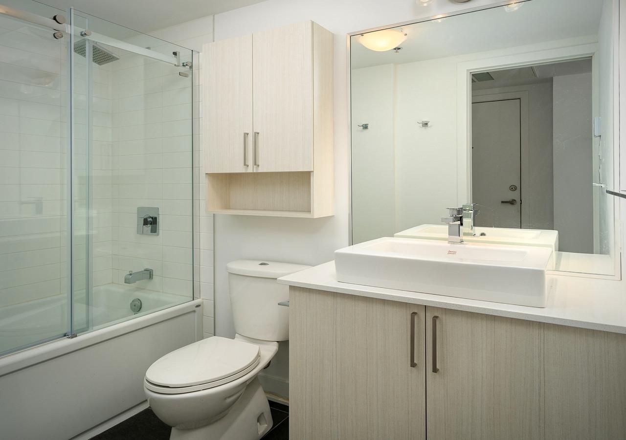 le neuf cent bathroom
