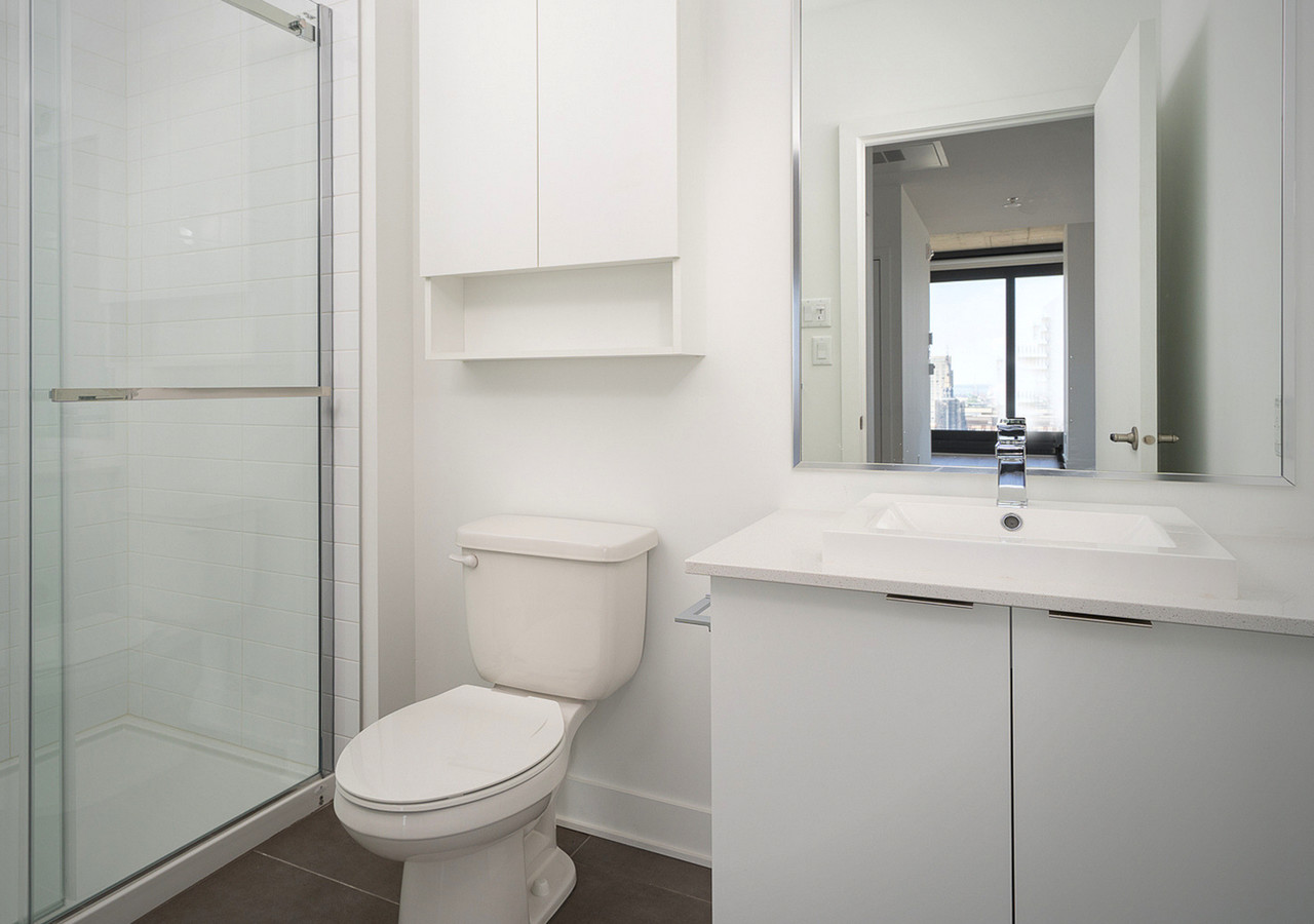 myriade white bathroom