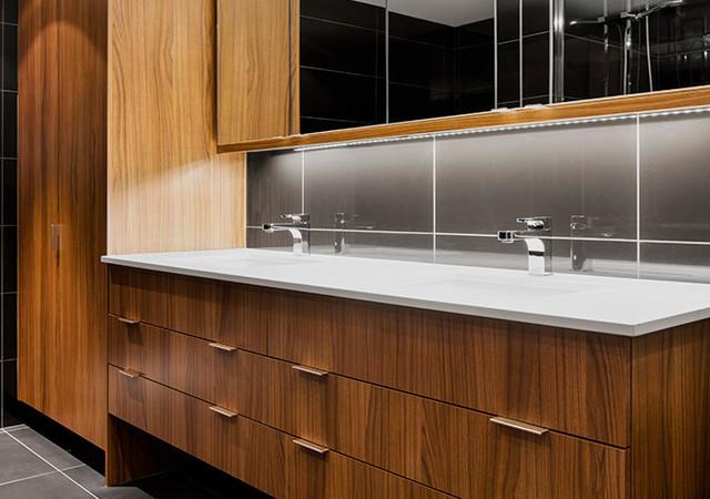 Salle de bain avec éviers doubles