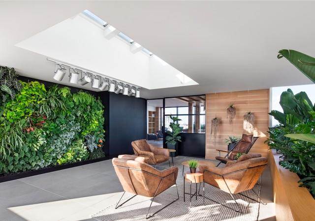 Jardin d'hiver avec sofas confortables
