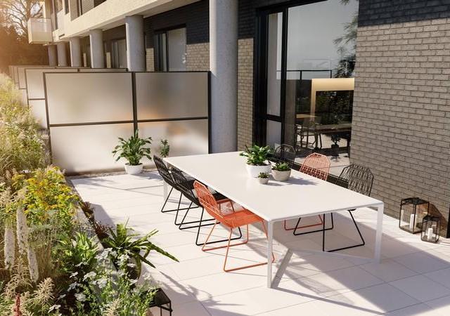Terrasse privée avec arbustes