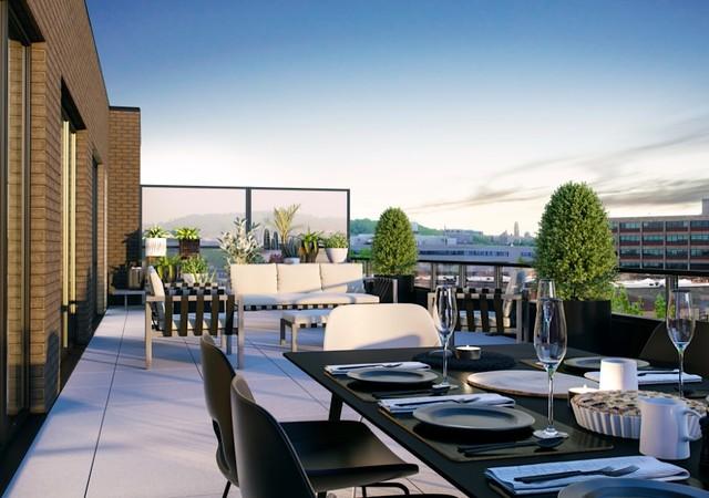 Terrasse sur le toit avec table mise