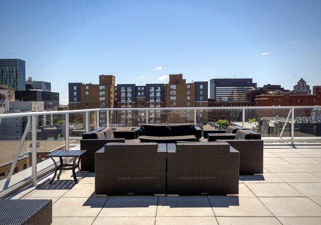 b et c terrace lounge
