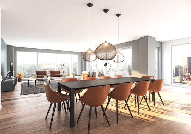 Salle à manger avec chaises brunes
