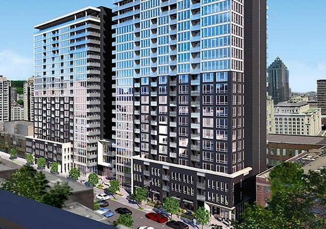 Facade du bâtiment de vingt-cinq étages avec vue sur la rue et le centre-ville