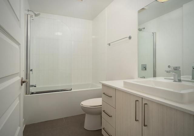 glo 2 white bathroom