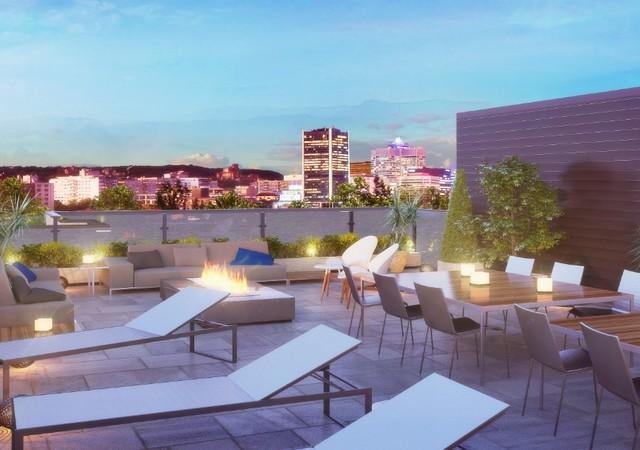 La terrasse au toit du Henri Condominiums