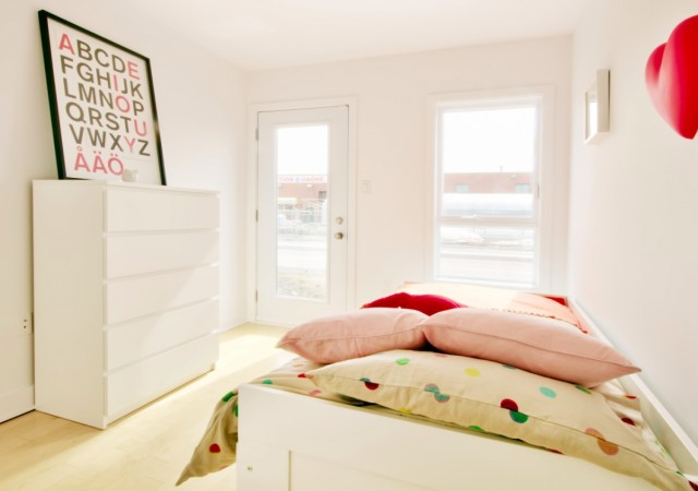 Kids bedroom with two large windows and a balcony