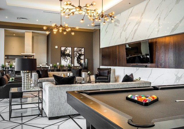 Commun living area with a pool table