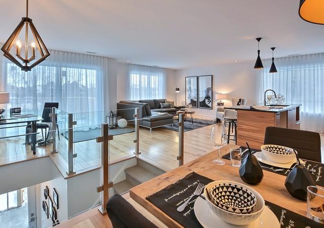 Vue de l'étage avec salon et cuisine