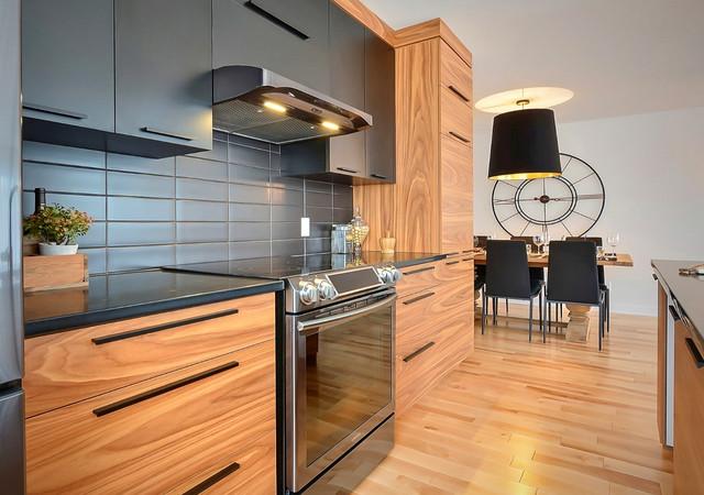 sofia condominium espace cuisine avec vue sur la salle a manger