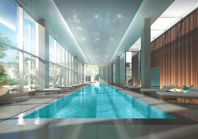 Indoor pool with a view on the courtyard