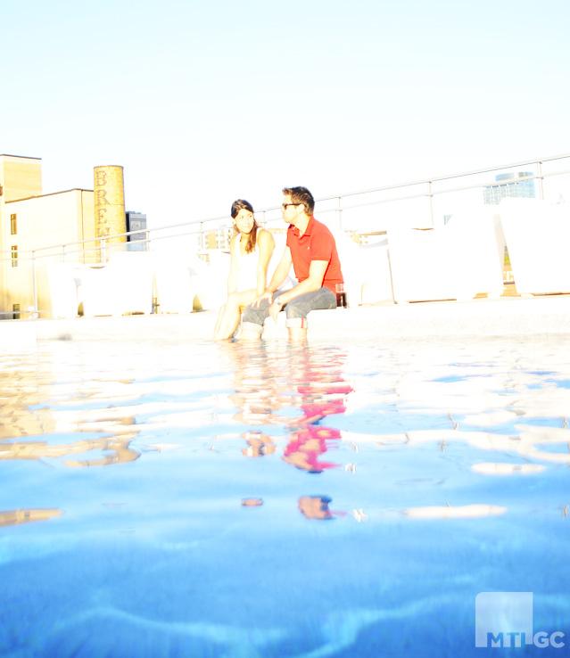 lowney-sur-ville-couple-piscine