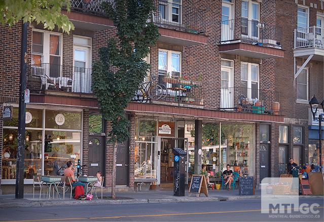 Une rue et ses commerces