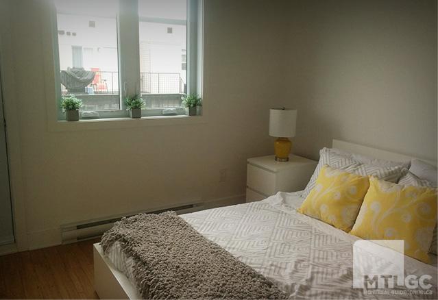 UNe chambre à coucher avec un lit blanc des condos LDV