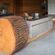 Table fait d'un billot de bois massif