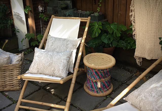 chaise extérieur avec tabouret