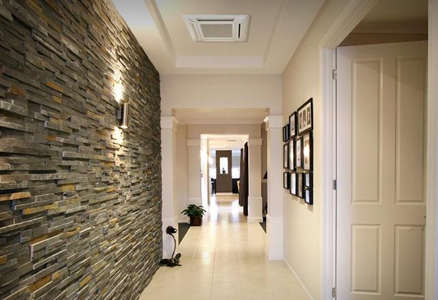 Corridor avec une termopompe au plafond