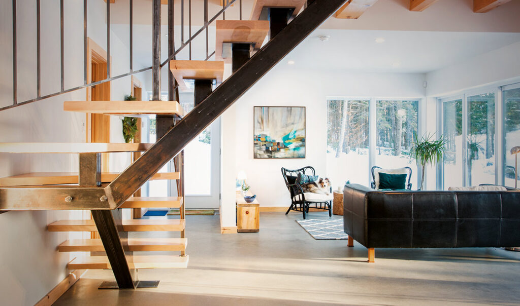 Les Boisés, Zéta salon et escalier
